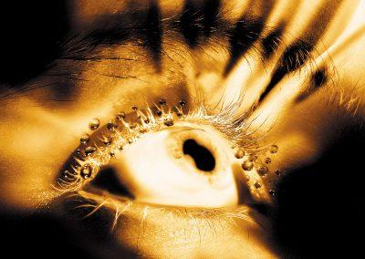 Bildretusche Auge mit Lichtstrahlen