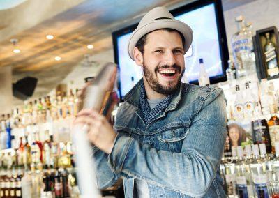 Barszene Cocktail mixen mit Manuel Cortez
