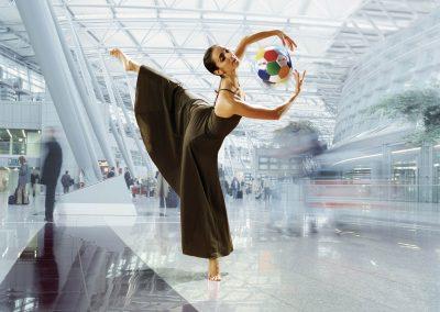 NRW Ballerina am Flughafen Düsseldorf
