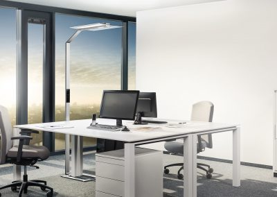 cgi Stehlechte Luctra in modernem Büro